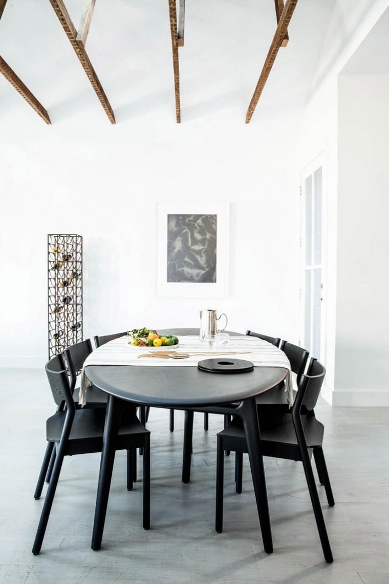 利落的线条在纯白空间下展现出极简的美感。