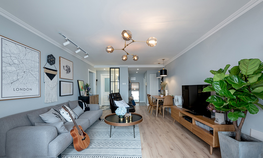 客厅力图达到统一协调,大面积灰色调搭配经典北欧软装装饰。