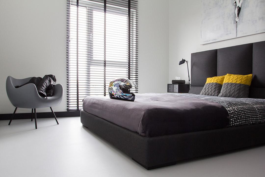 卧室简约舒适的格调充满了整个卧室,是一个能让人感觉到舒适自然的温暖空间