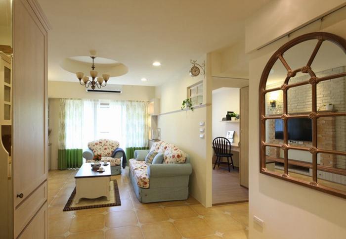 利用大门与客厅呈现的转折落差,顺势规划L型的鞋柜及储藏室,自然形成玄关内外意象。