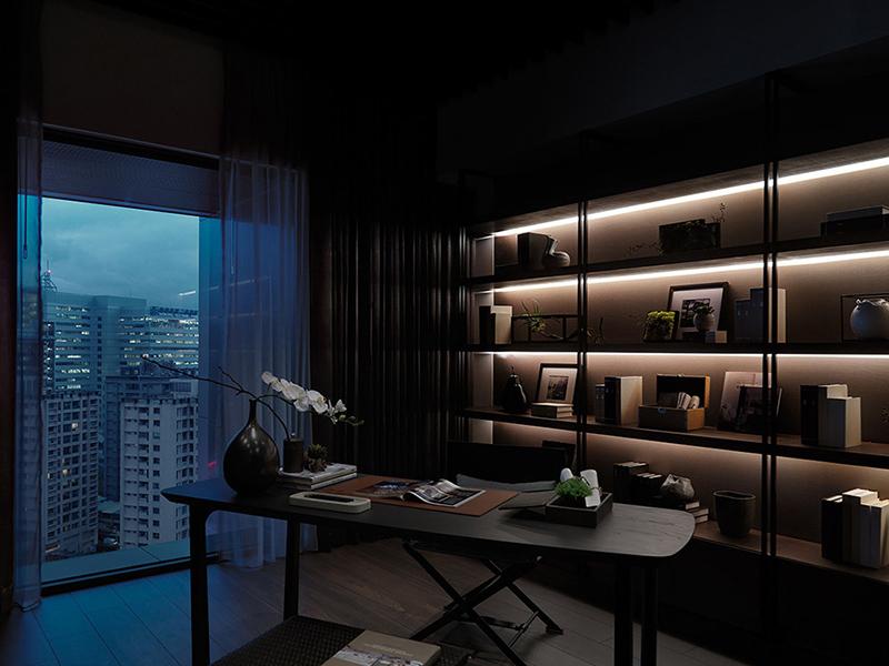 将户外的建筑之景延揽入室,微光感的造型让家居仿佛是城市里的一道光景。