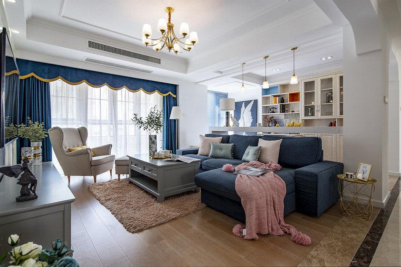 客厅取消了我们意识里中规中矩的沙发背景墙,采用开放式书房隔断,沙发背后的吧台是整个空间的亮点。