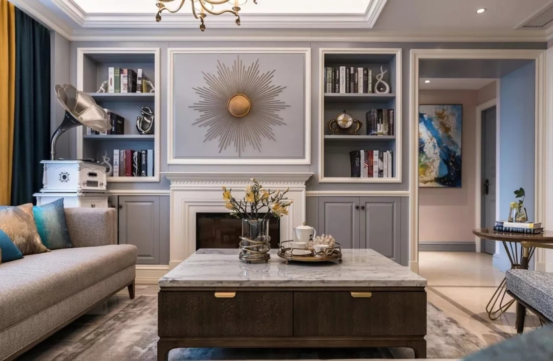 壁炉设计是欧式典型代表,石膏的边框造型强调出区域感,更显精致韵味。