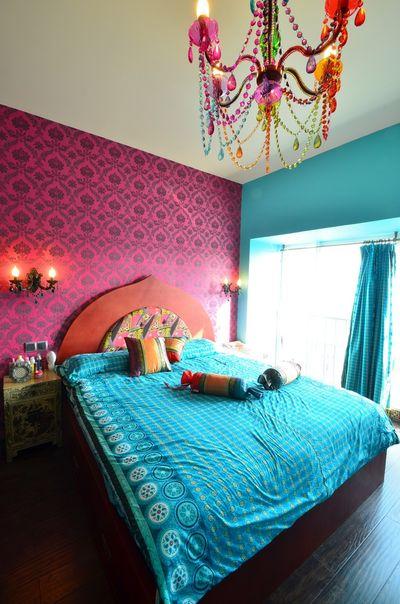 多彩鲜艳的卧室,配色出挑,但却真的彰显了波西米亚的风格。