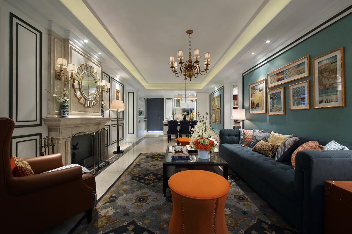 客厅多以自然物、装置、艺术品为元素,尽显宁静禅意。厚重扎实的壁炉,精心摆设的陈设完美结合,悦目娱心。