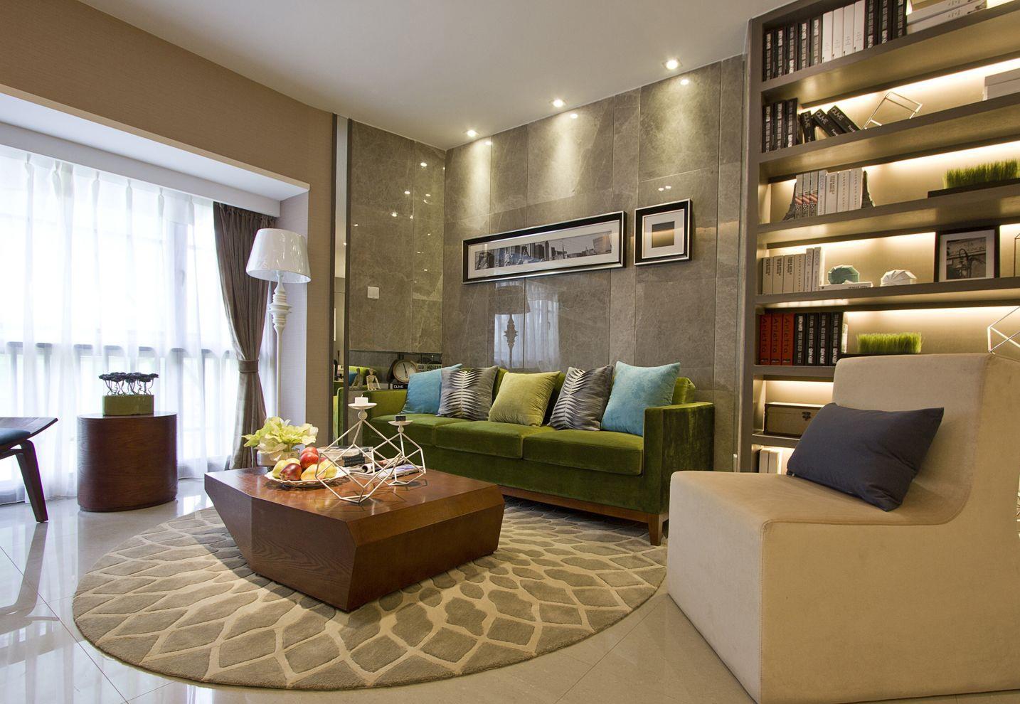客厅中沙发背景墙的大理石很是明亮时尚,绿色的沙发很是时尚简约。