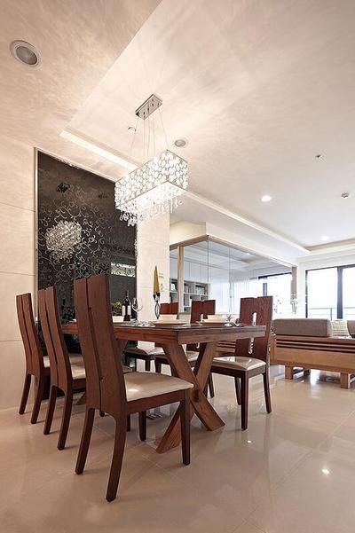 餐桌椅原则深木色,形成了良好的视觉过度,不会枯燥单调。