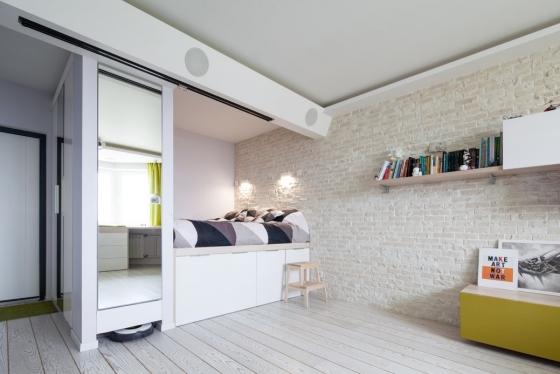 在后方的平台上,设计成主要的睡眠区,下方的抽屉能有效的存储季节性商品,服装和其他各种东西。