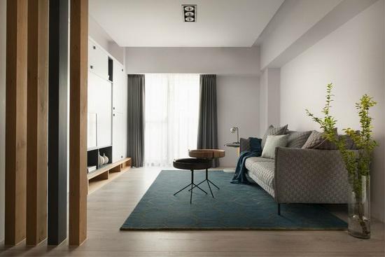洁白的基底透过软件、色彩的陪衬,突显空间简约大方面容,围塑舒适自在的交流空间。