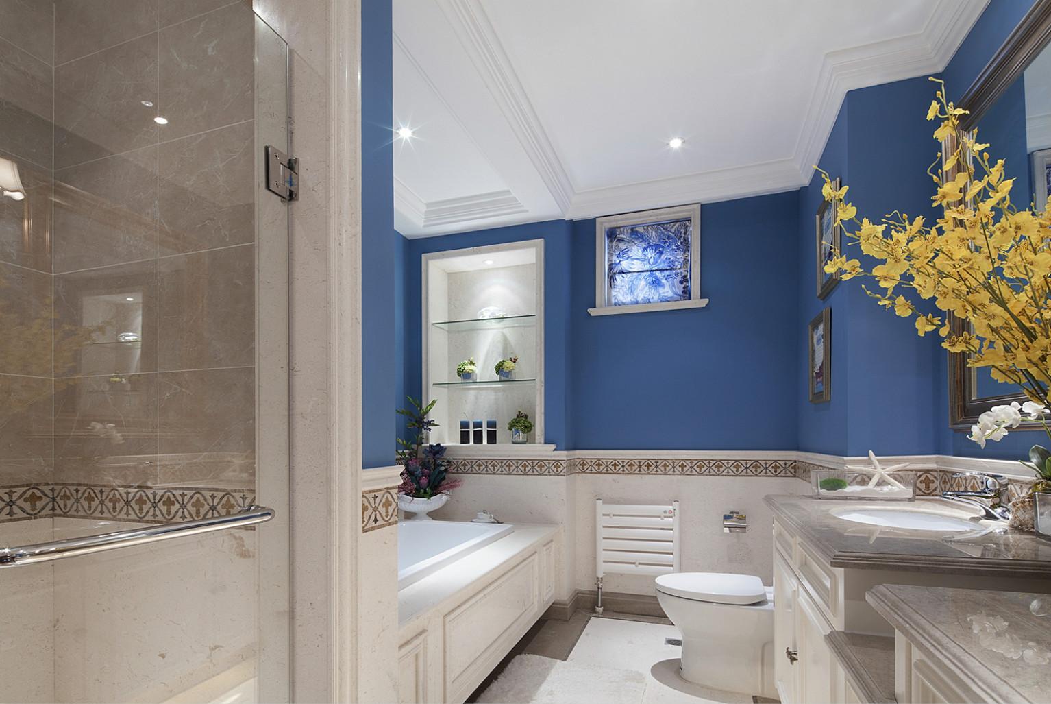 卫生间里一款浴缸,让心情放松一下也是不错的,洗手台下面设计收纳柜留出了更多的空间。