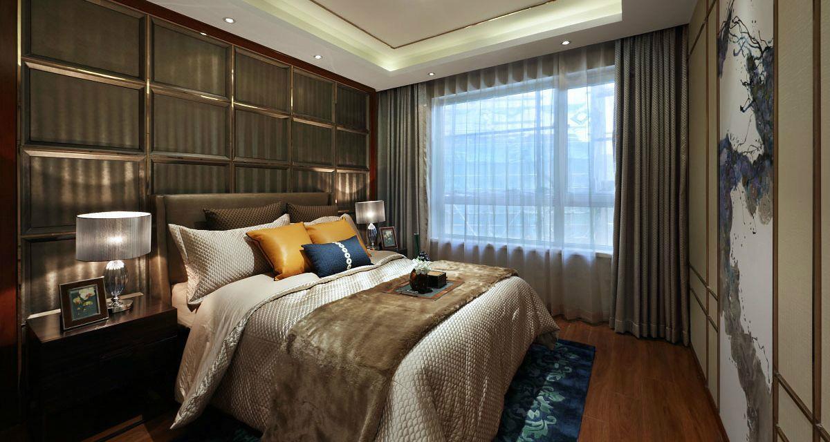 卧室深咖色的拼接背景墙,以错落的层次丰富视觉空间,贵气时尚。