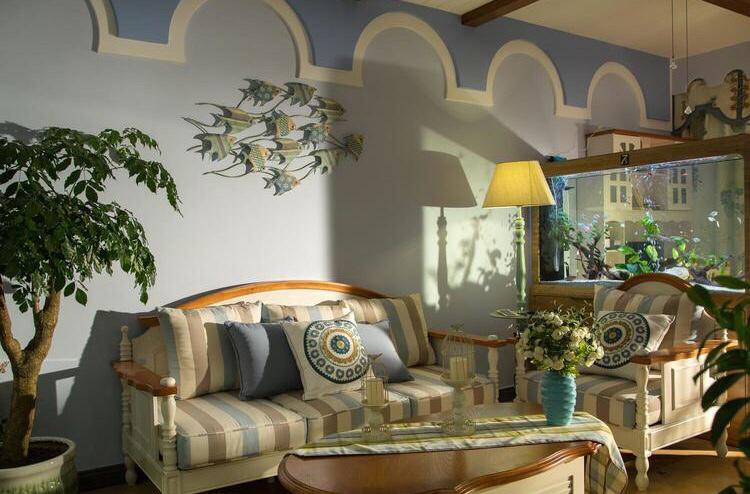 布艺沙发和绿植的点缀,使整个屋子鲜活靓丽,