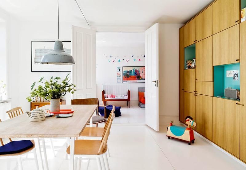 整体风格明亮,木质家具在大面积的白色下,让室内拥有更多温暖的气息。