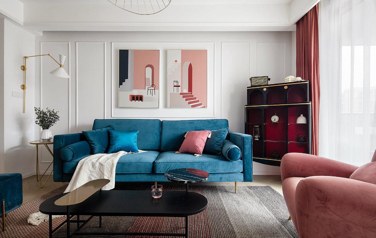 蓝色沉稳、红色热情,当个性鲜明的两者款款相遇,强烈的撞色效果给人一种热情奔放的感觉。