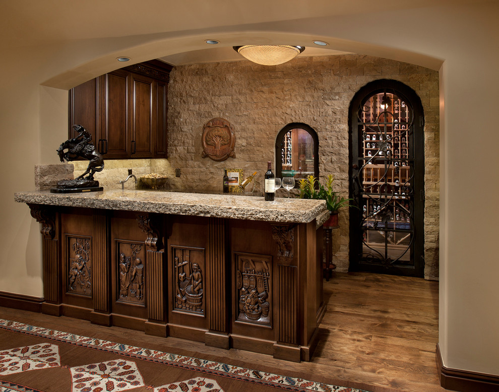 小型的开放式的厨房更显温馨,地面为铺贴,显得透亮洁净。