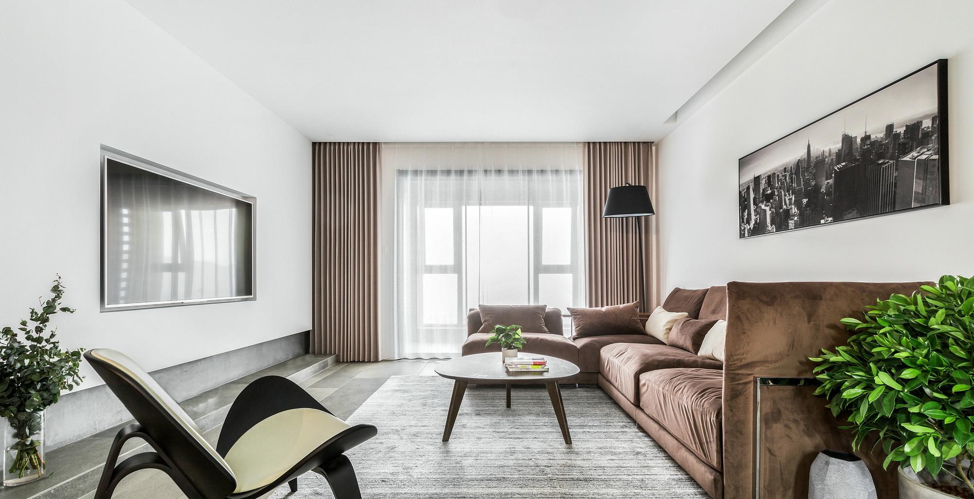 客厅和阳台连通,空间变得更加宽敞,不会显得紧凑。