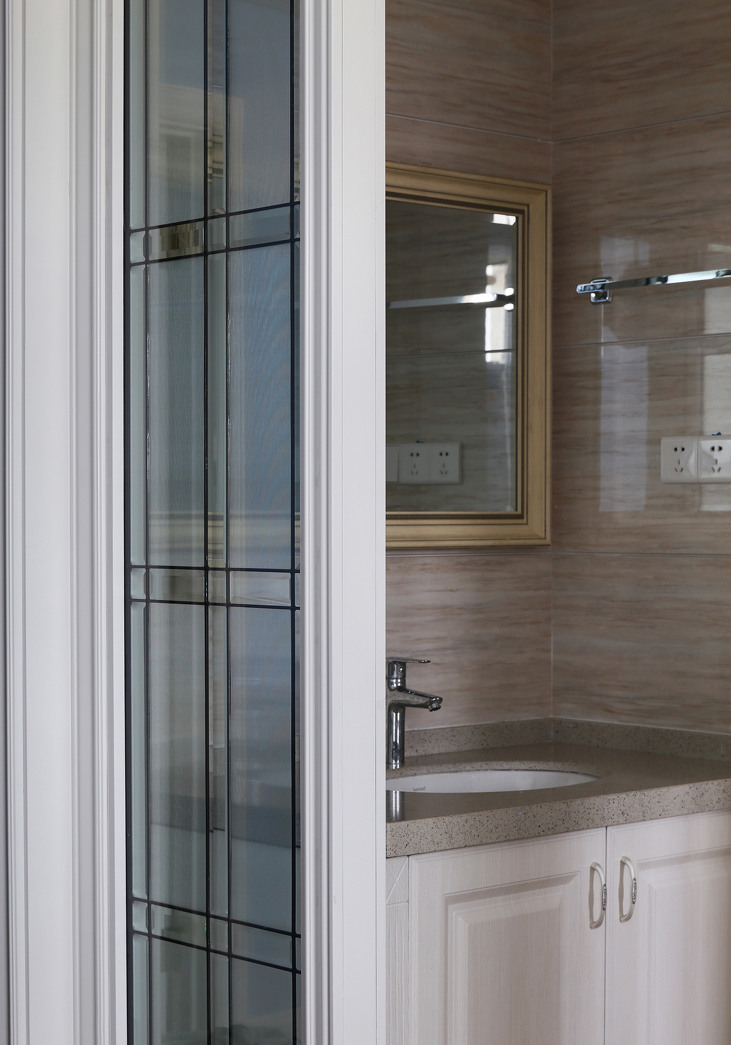 卫生间采用移门设计,省空间,干湿分离,更方便。