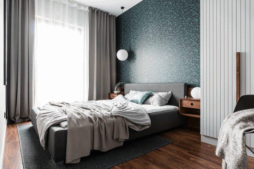 卧室里当然会看上去更加慵懒,因为有灰蓝色的硬装在那里,又何必太在乎软饰的样子。