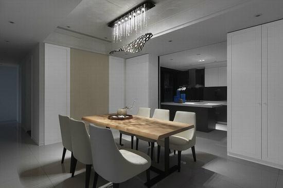 业主喜爱原木餐桌,又希望空间带有古典氛围,设计师构筑线面干净的新古典语汇。