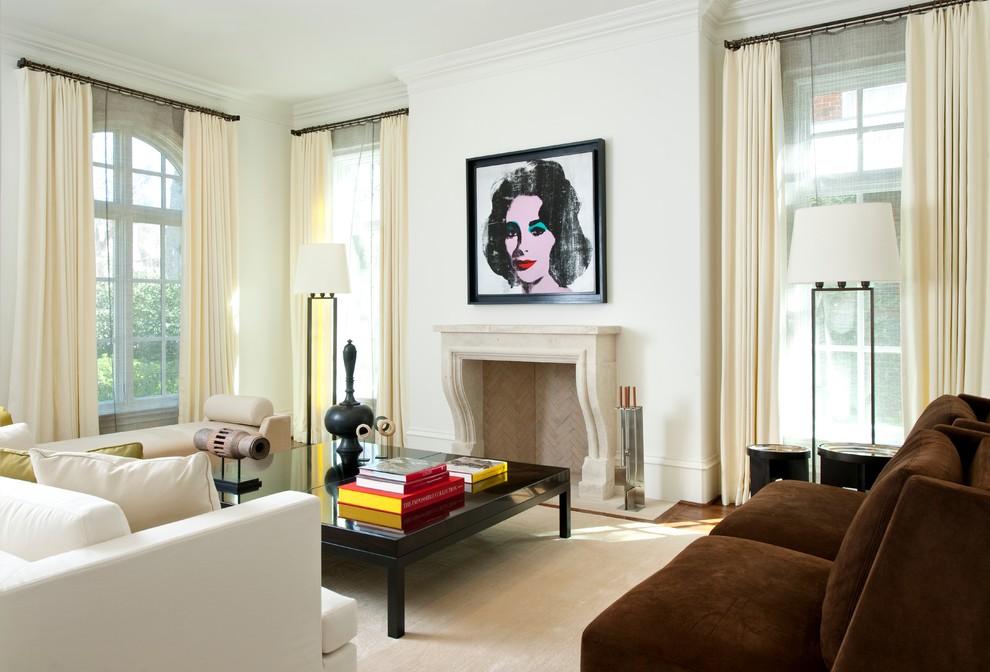 客厅是以简单大气为主题的。在设计上更讲究贴近大气,向往清新的风格设计的。