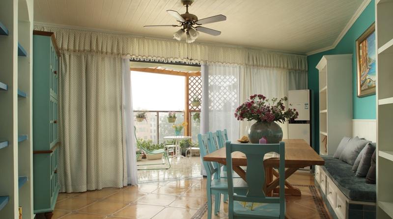 阳台和餐厅用窗帘形成了半开放式的格局设计。