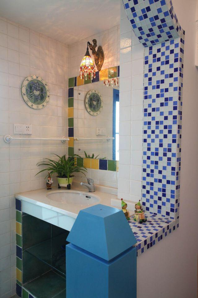 格子、马赛克的墙砖设计,让卫生间多了一丝时尚感,这也是地中海风格特有的。