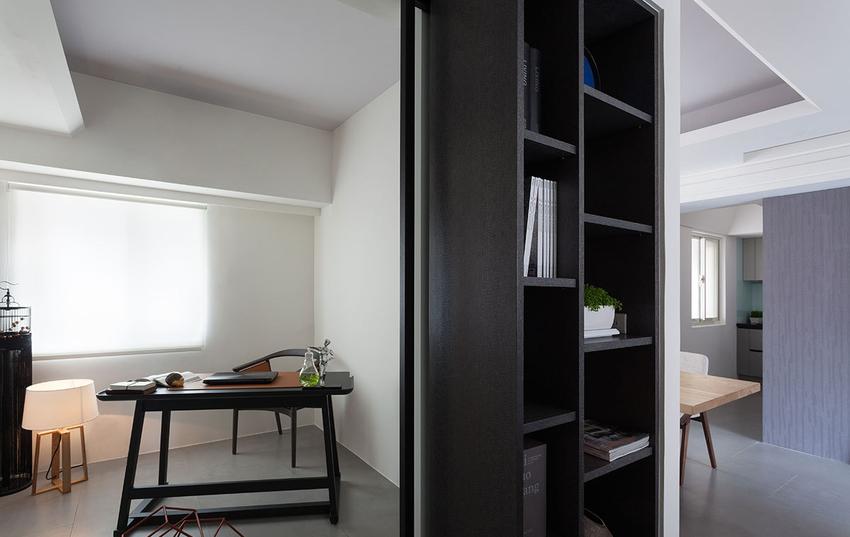 书房十分具有书卷气息,采用半开放式设计,将光线引入其他空间。