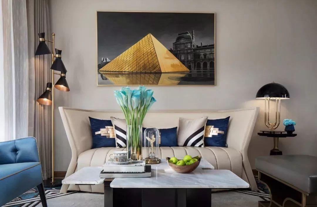 本案空间以摩洛哥风格为主题,吊顶、墙面、地面及家具以白色统筹,局部装点灿然的亮蓝色,