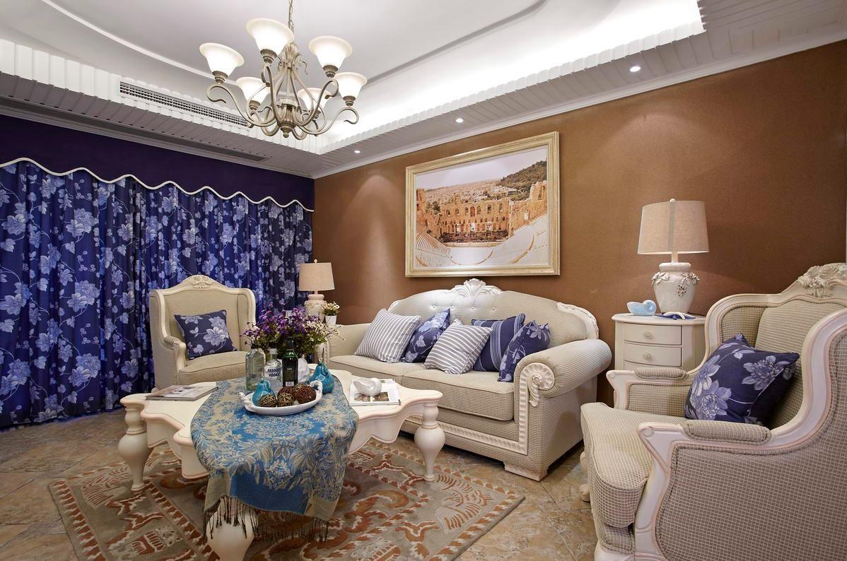 客厅的右边有个小小的座椅,精致的单人座椅和白色小茶几随时供你放松阅读。