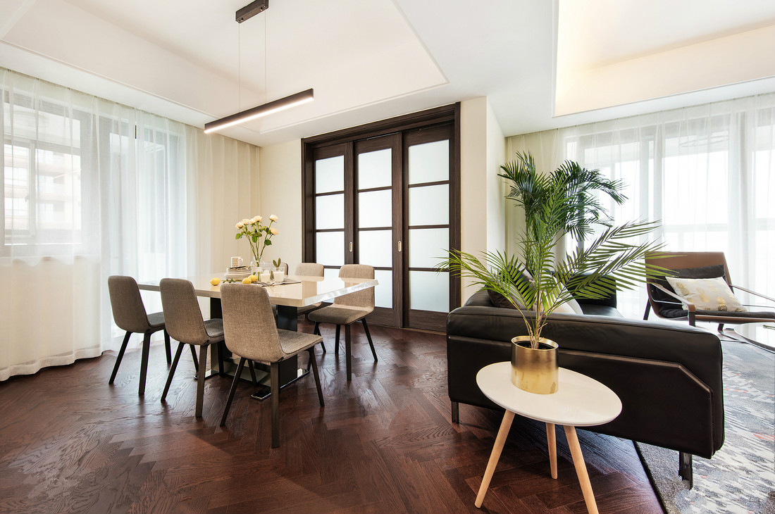 餐厅与客厅是一体式,让地方充满实在感,整体简单自然。