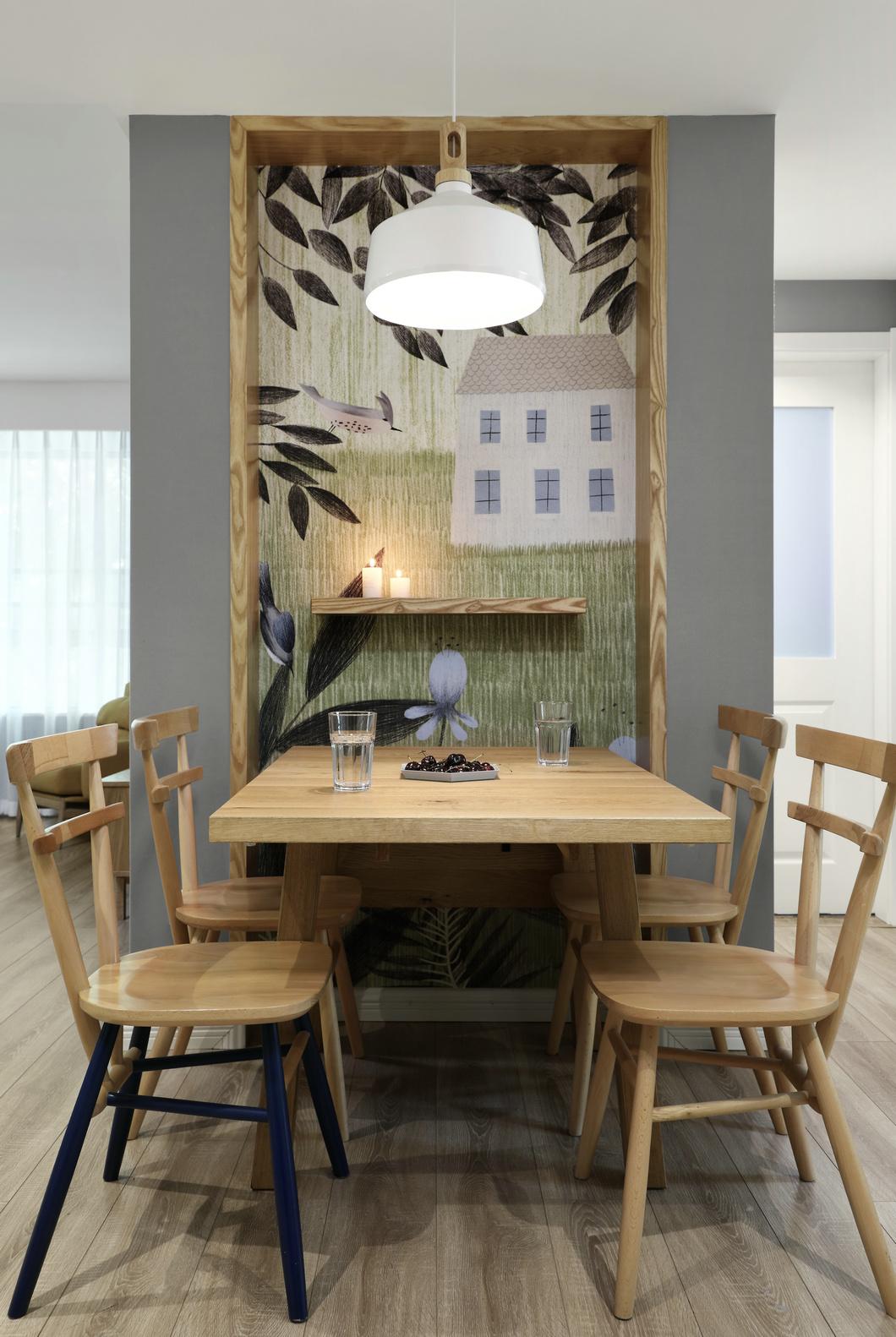 餐厅以灰色和木色基调打造,营造出舒适的用餐环境,简洁大方的布局使空间通透宽敞。
