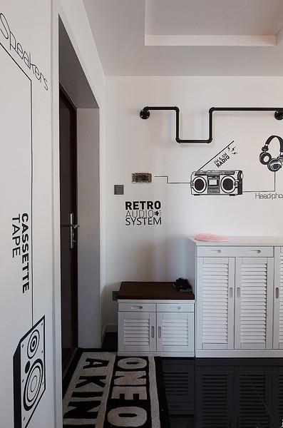 小门厅应以简洁的装饰为先,太繁缛的饰品会给空间带来视觉压力