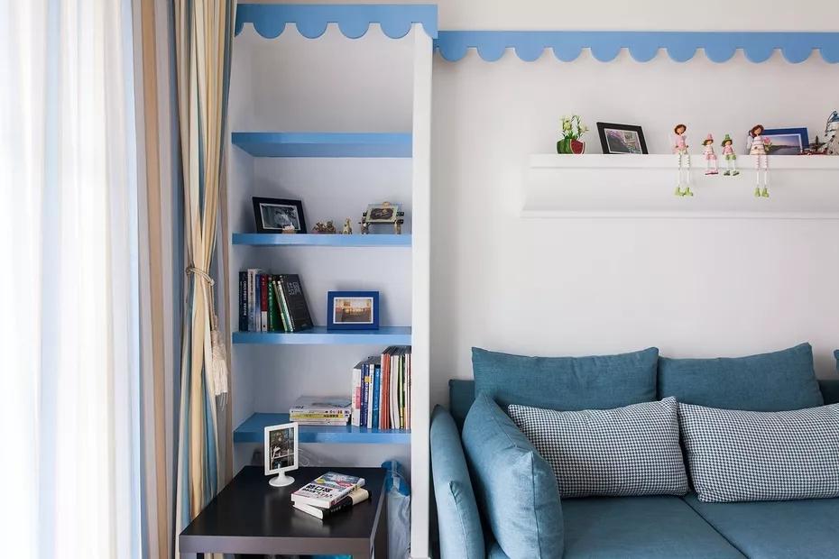 设计师注意空间的每一寸细节设计,收纳格可以放置书籍或是装饰品,美观实用。