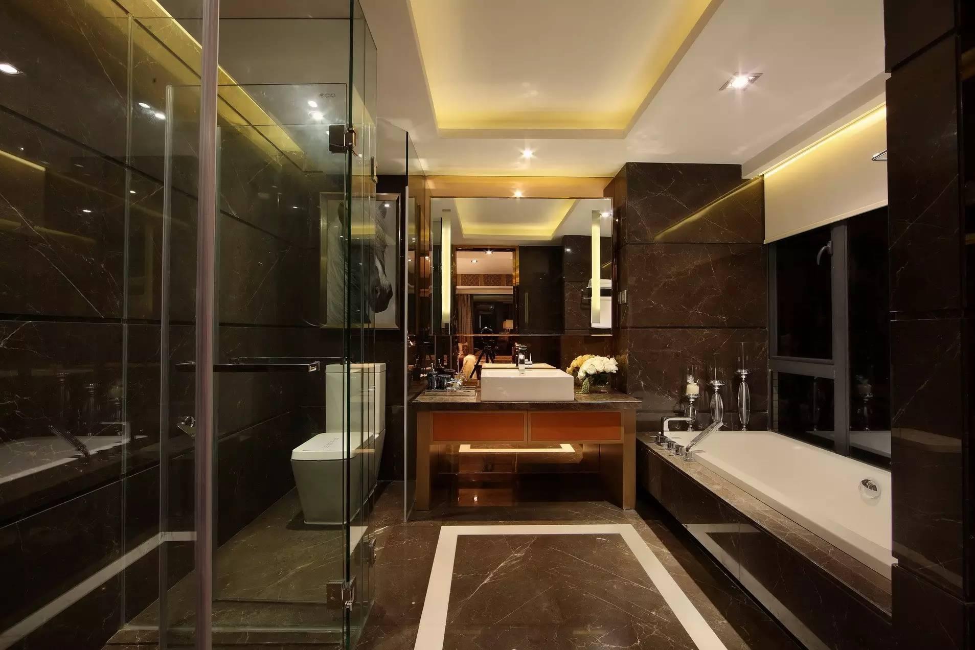 话说哪位女主人不想要拥有这样一款大大的浴缸呢?干湿分离的设计让生活更有质量。