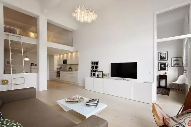 客厅的家具简单舒适,既有北欧风的简约味道又不乏时尚。