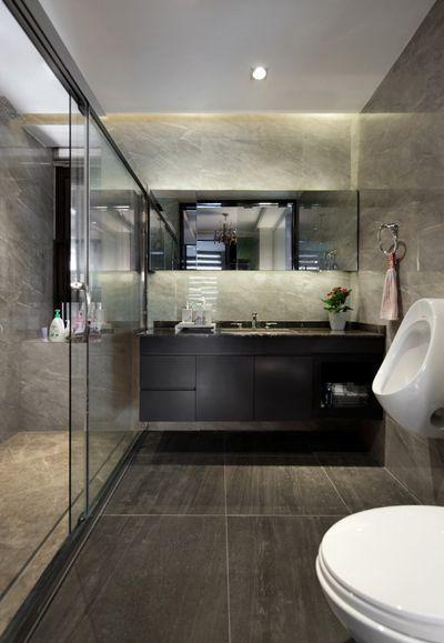 卫生间更加的深邃与洁净,整体看上去更加耐脏,配色上符合卫生间该有的清凉感。