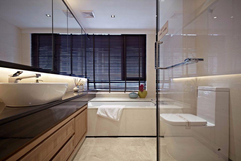 卫生间沿袭居室主色调设计,通透整洁的布置让人全身舒适。