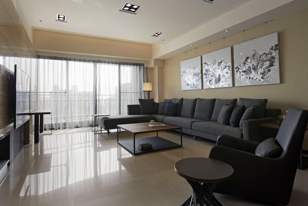 客厅主色调是白,深灰,整体呈现平和、雅致的氛围