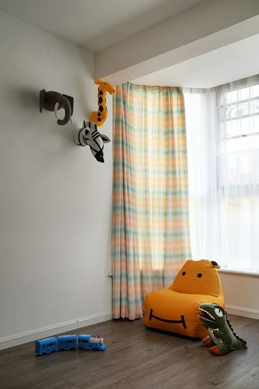 儿童房丰富的活动空间,丰富多样的玩具伴孩子健康成长。