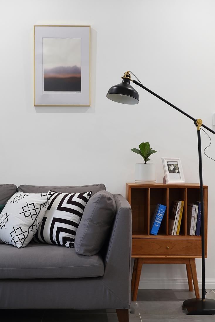 挂毯,旅途木框装饰画,小植物,懒人沙发在空间里伴出那星星点点的慵懒时光。