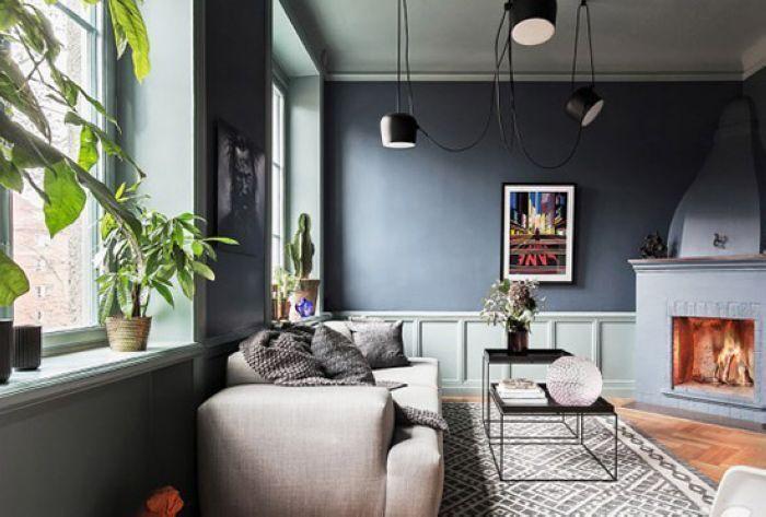 客厅的地面铺着原木色实木地板,配以灰色花纹的地毯,利用灰色打造出一种高冷气质。