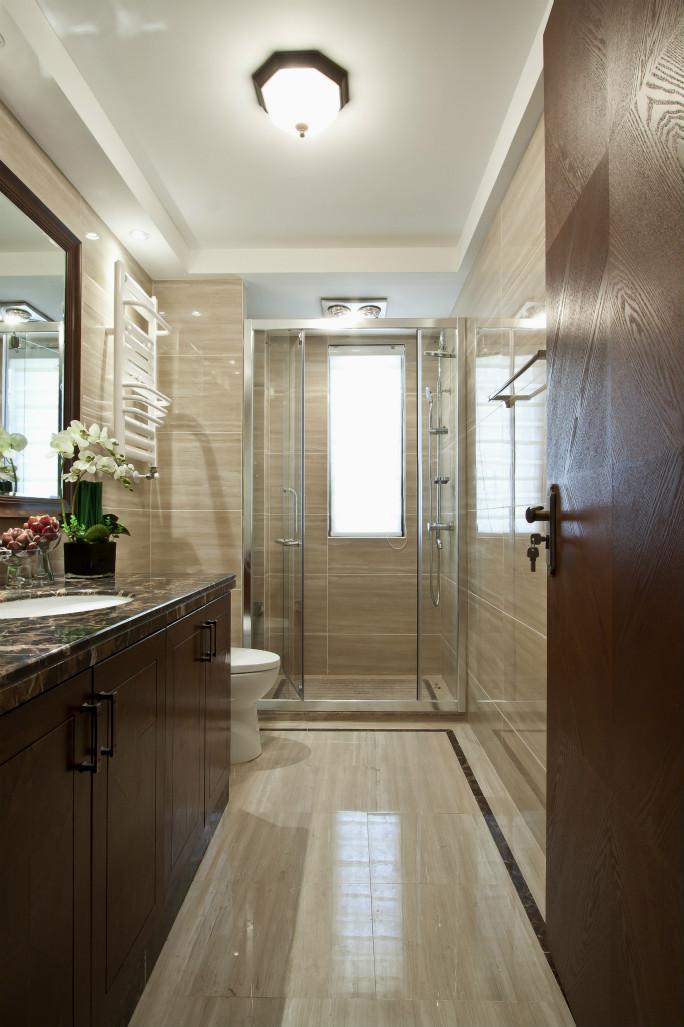 卫生间整体干净整洁,干湿分离,洗手台下面做了很好的收纳