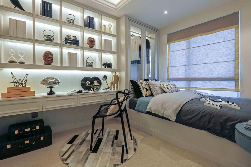 侧卧书柜、衣柜、榻榻米一体化打造,空间拼接的方式让人感觉眼前一亮。