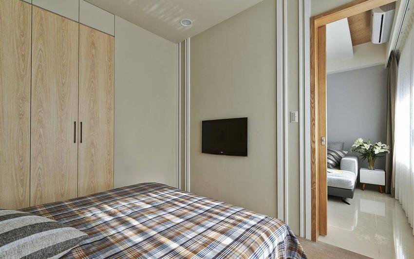 回应客厅空间的灰色优雅,灰绿色的墙面选色更贴近自然。