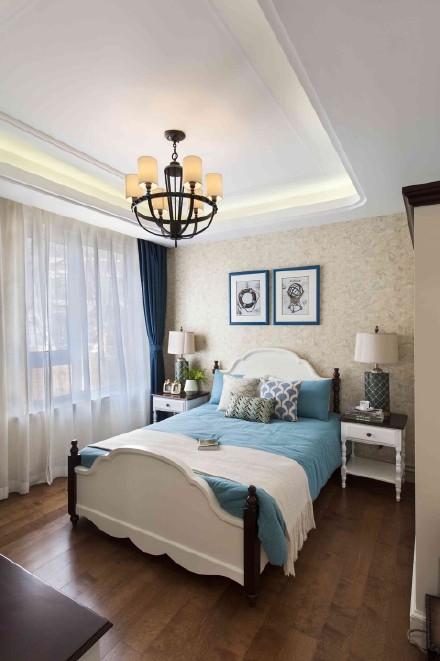 卧室并没有采用传统的飘窗设计,这样就很好的增加了卧室的面积。