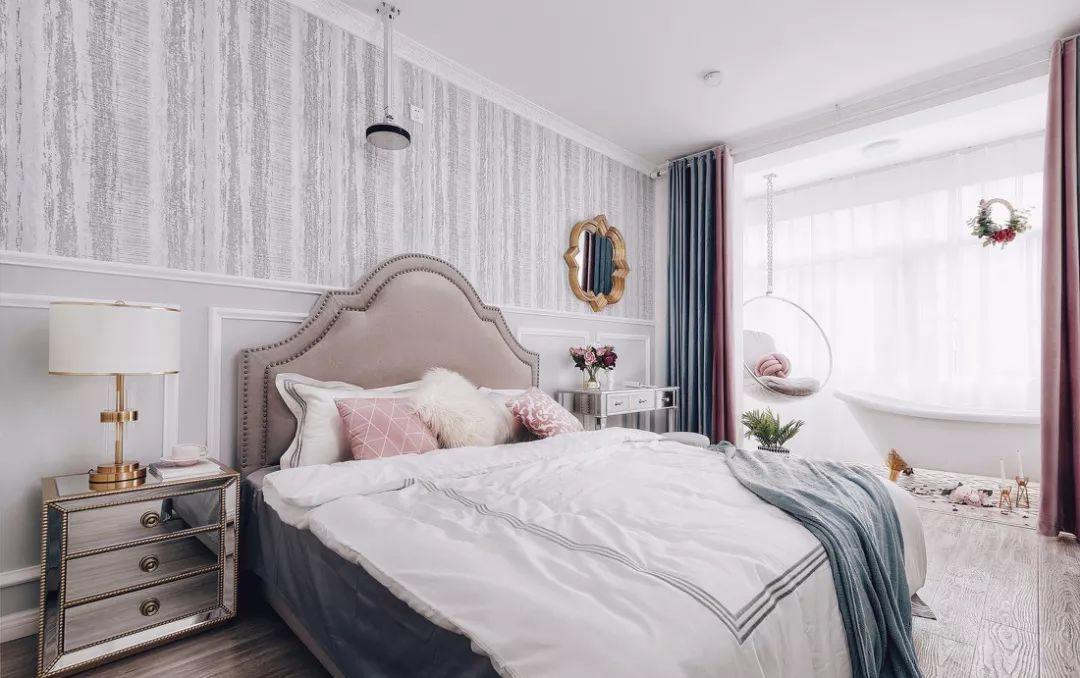 主卧焕然一新,整体以灰白色为主,粉色软包美式大床,柔和静谧。
