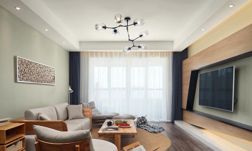 电视背景墙沿用了和地面一样的材质上墙。