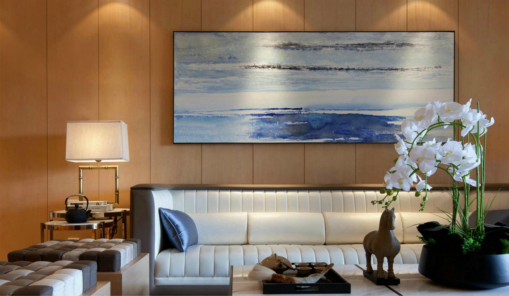 客厅墙采用新中式晕染水墨装饰画,把整个大厅渲染得更加的有艺术魅力