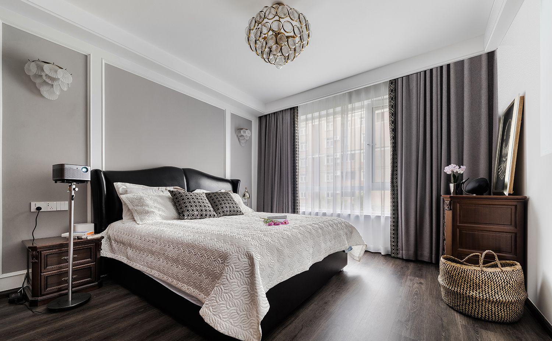 卧室以灰白色为主,简单大方,超大落地窗搭配纱帘,浪漫十足。