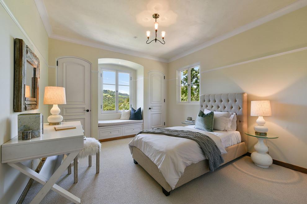 其中设计别致的是,床头的背景墙整个以白色原木墙面的装饰,搭配上纱状的白色床幔,很是浪漫